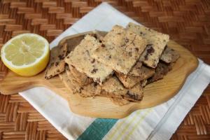 Trapūs sausainiai su citrina ir šokoladu